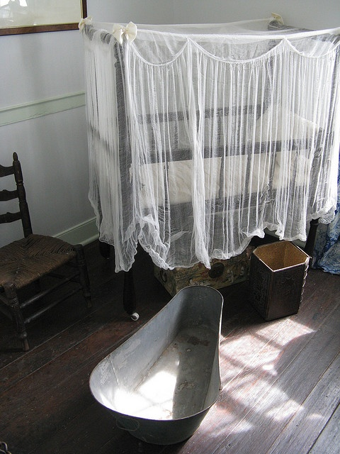 Oakley Plantation - Children's Room with a tub for the older children