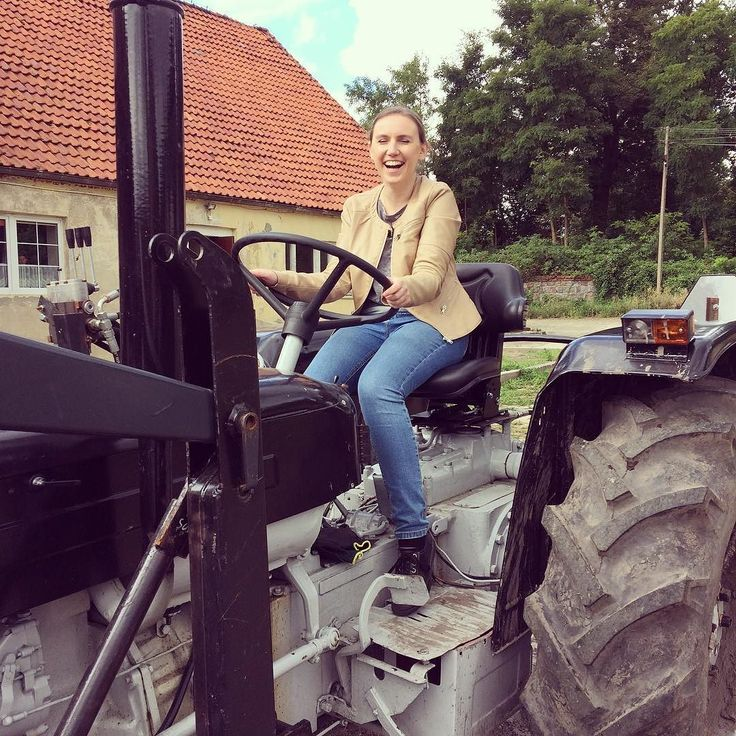This is fun!  . . . #tractor #tractorgirl #polishgirl #countrygirl #countrylife #drivingtractor #countryside #countryweekend #tryingnewthings #welivetoexplore #wearetravelgirls #timeoutsociety #travelcommunity #igerspoland #instalife