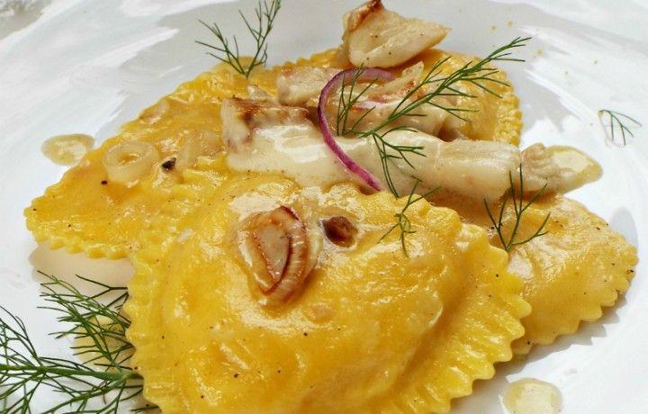 Ravioli al salmone con merluzzo e tartufo