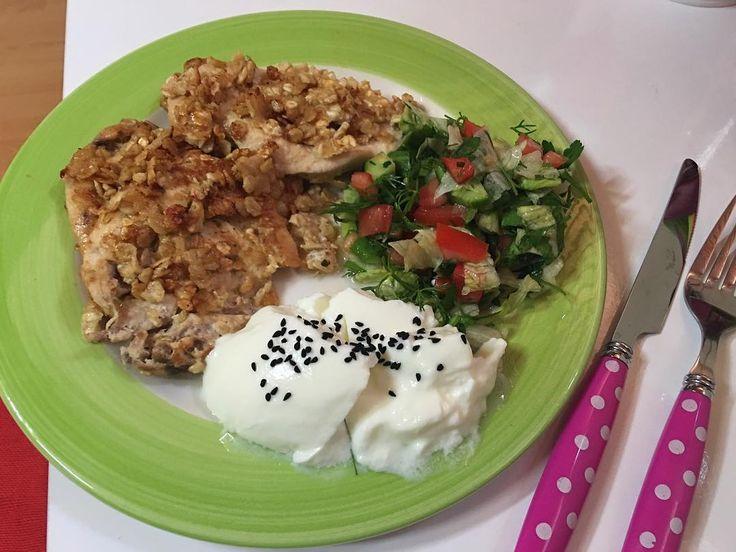 En güzel mutfak paylaşımları için kanalımıza abone olunuz. http://www.kadinika.com Ebruli ile 1 saat pilates yapıldıSpor sonrası göğüsten yulaflı şinitzel yaptımsalata ve yoğurtla akşam yemeğim (ekmek yok)