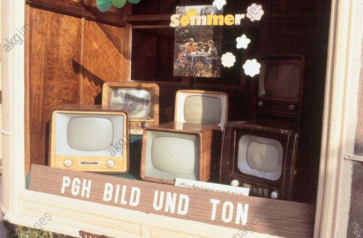 Fernsehgeräte im Schaufenster / DDR