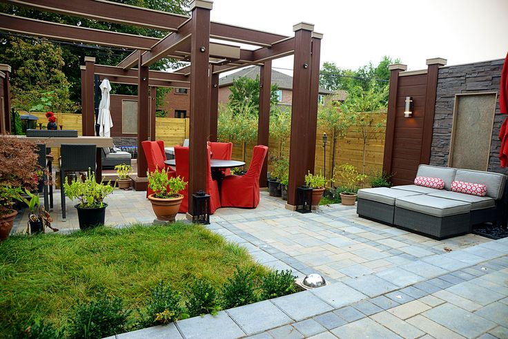 To the right, a tall stone privacy screen creates shelter at the mini-lounge zone. Deck Design by Paul Lafrance Design.
