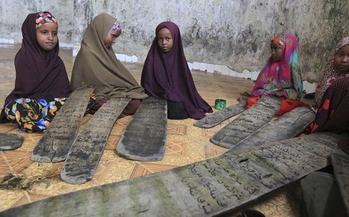 Somali girls learn how to read the Qur'an, in the Hodan district of Mogadishu, Somalia. (Reuters)Photos, Hodan District, Quran, Girls Generation, Girls Learning, Somali Girls, Pearls, Somalia Awesome, Kuran Kurly An