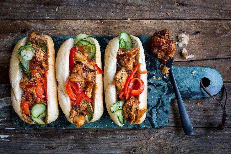 Photo for the dish: Surinaamse broodjes met hete kip en komkommer