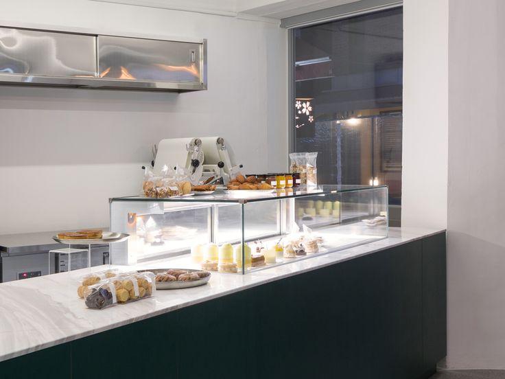 Кондитерская MAISON M.O Patisserie в тихом жилом районе,  управляется 2 шеф-поварами : Otsuka Tetsuya и Minseon Lee, каждый из которых имеет большой опыт работы во Франции и Японии. От классического до нового, изготовленного по последнему методу, он подает высококачественный французский десерт около 40 различных видов, включая подпись Montblanc M'O.  только 6шт изготавливаются каждый день и по 1 на человека
