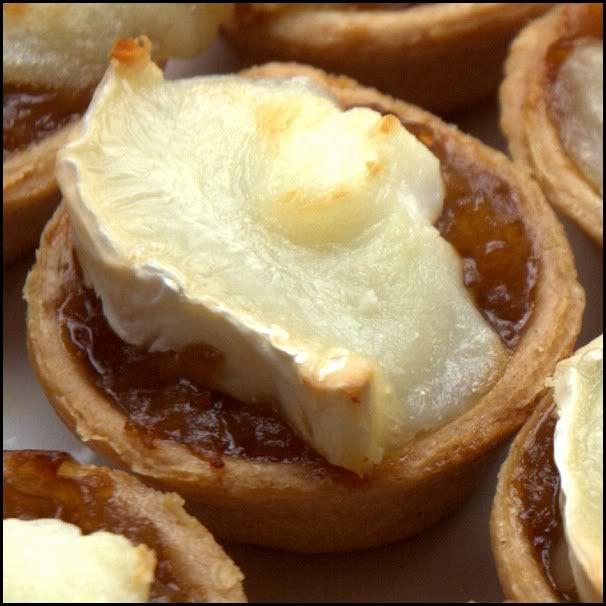 Tartaletas de cebolla caramelizada y queso de cabra