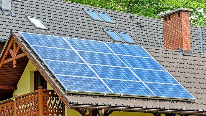 Los llamados créditos verdes son noticia: recientemente, una gran compañía eléctrica ha logrado obtener 500 millones de euros para financiar varios proyectos relacionados con el impacto medioambiental y las renovables. Estos productos, sin embargo, no son exclusivos para grandes empresas, pues tú también puedes obtener un préstamo específico (de menor importe, lógicamente) para