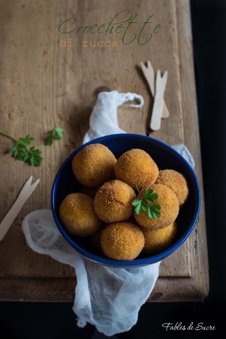 Le crocchette di zucca e patate sono una buonissima alternativa per un secondo piatto tutto vegetariano. Crosticina dorata e croccante, cuore morbido.