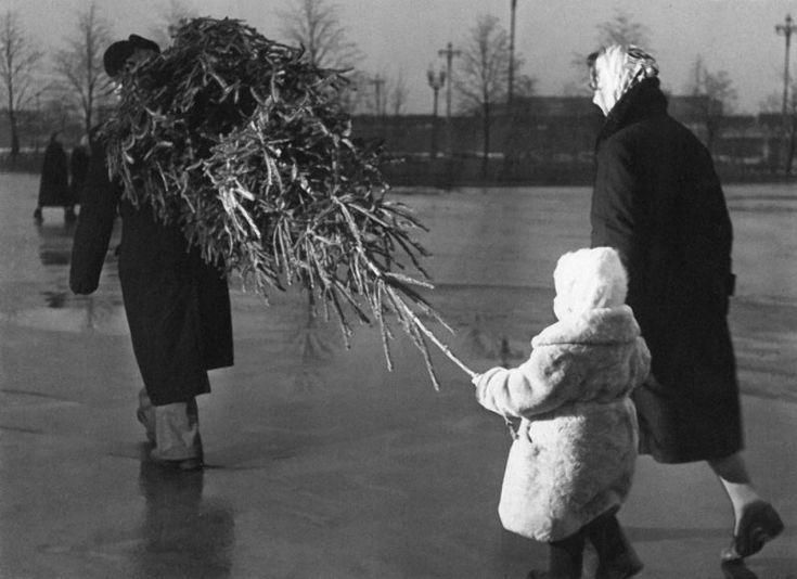 Новый год для советских людей был совершенно другим праздник: к нему готовились задолго до наступления, буквально по крупицам собирая угощения и новогоднюю…