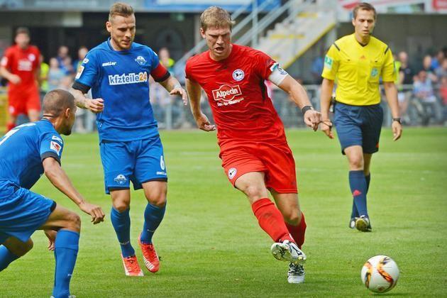 Paderborns Marvin Bakalorz und Armine Fabian Klos gehen vom Derbysieg ihres Teams aus +++  Kapitäne im Wortduell