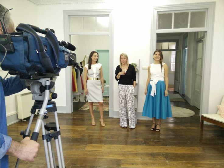Estuvimos charlando sobre nuestra colección primavera/verano con el equipo del programa A Revista de la Televisión de Galicia. ¡Avisaremos de su emisión!