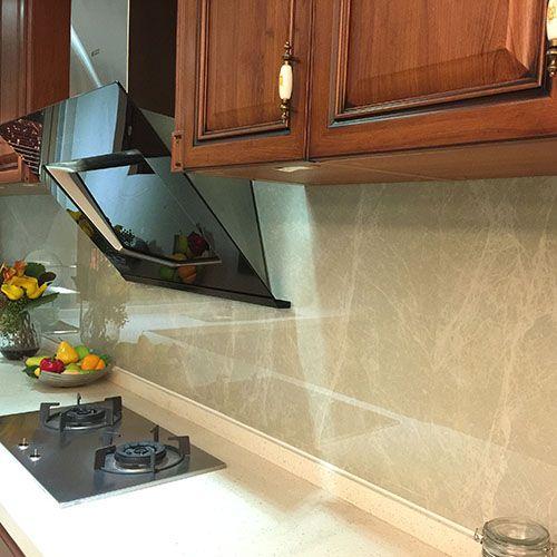 Ice white toned Onyx marble effect porcelain tiled kitchen splashback.  #kitchen #splashback #tiles