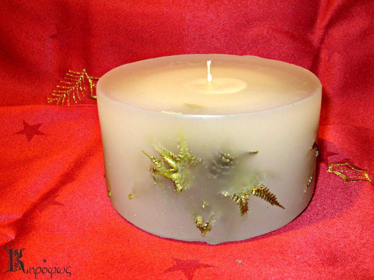 Γιορτινό χειροποίητο κερί με χρυσά σχέδια και άρωμα αχλάδι.