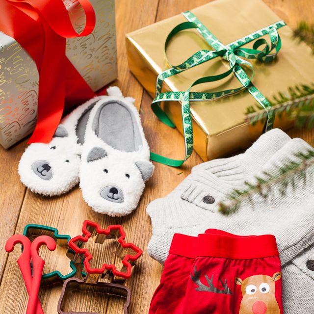 Coś dla mamy i dla taty #tchibo #tchibopolska #xmas #święta #santaclaus #gift #prezentdlataty #prezentdlamamy #tata #mama #prezent #nice #funny #good #cake #foremki #gingerbread #slippers