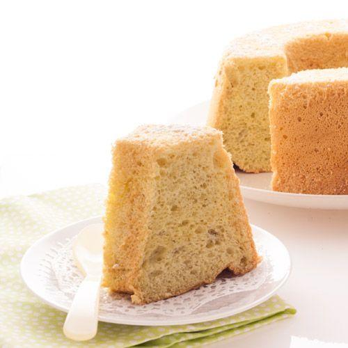La recette du chiffon cake, un gâteau hyper aérien et très peu sucré, qui peut être glacé, garni de diverses crèmes, ou tout simplement servi nature !