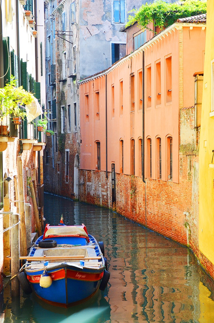 Rowing boat in Venice