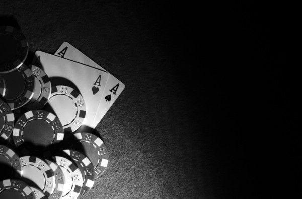 Menghitung kartu adalah strategi lain yang digunakan dalam permainan populer Blackjack.