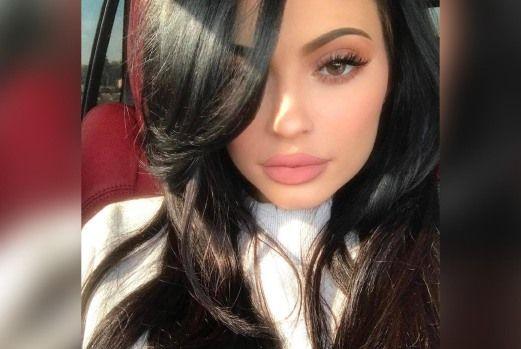 Kylie mengaku suntik bibir - http://atosbiz.com/kylie-mengaku-suntik-bibir/