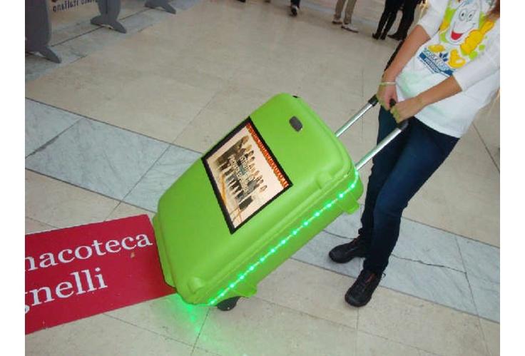 Il primo Trolley pubblicitario con Monitor Lcd integrato.