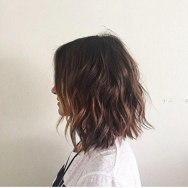 Short Wavy Brunette Hair Popular Short Wavy Hairstyles 2019 Shortwavyhairstyles Short Wavy Hair Short Wavy Hair Styles