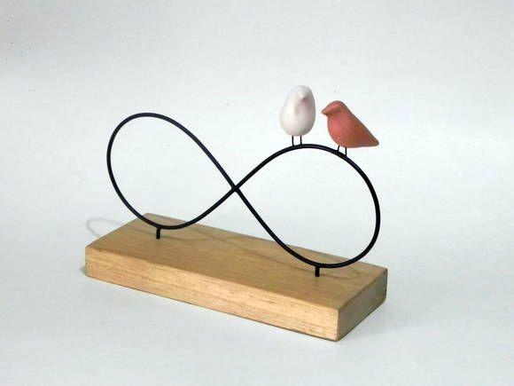 Escultura de arame e passarinho de cerâmica em base de madeira R$ 45,00