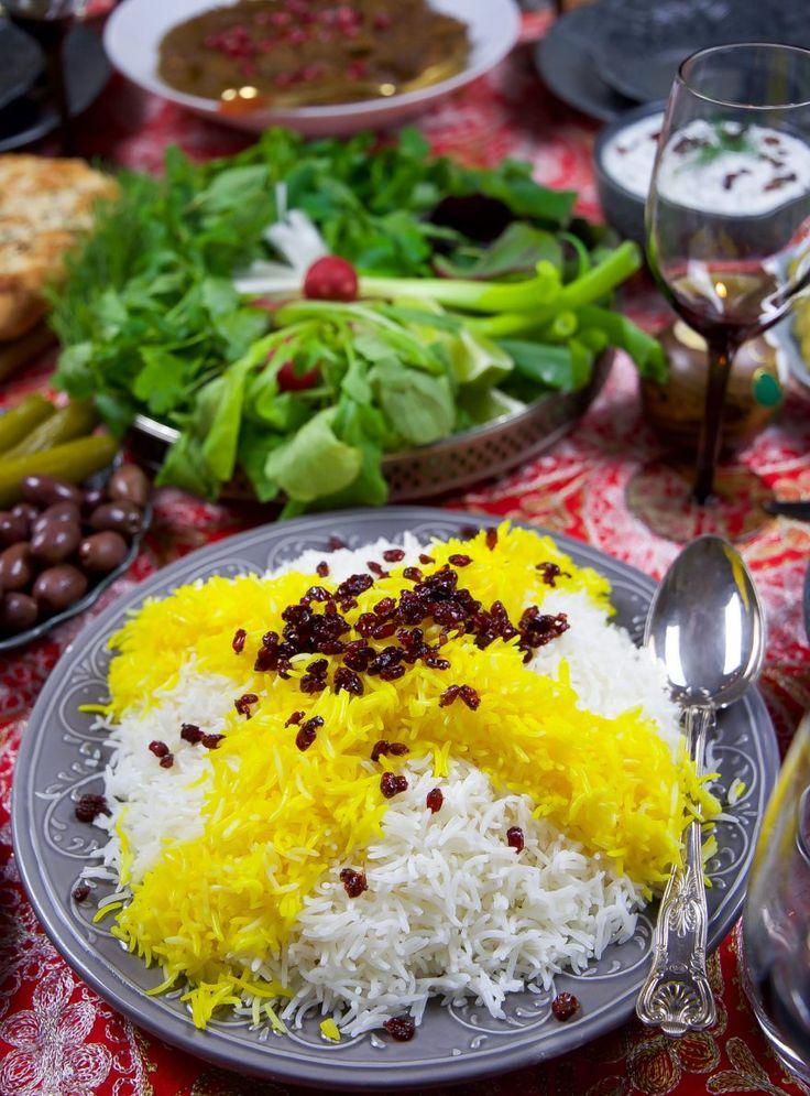 Persiskt ris är vackert med sin saffransgula topping. Ett luftigt ris med en mycket speciell och god smak. Riset serveras med en klick smör och ett gott tillbehör, som tillexempel en gryta eller grillat. Knepet för att få den rätta konsistensen och riktigt luftigt ris är att tvätta bort all stärkelse som finns i riset. Det är viktigt att välja ett basmatiris av bra kvalité för annars kan det lätt bli klibbigt ris. Ett steg för steg recept som visar hur du lyckas på bästa sätt.