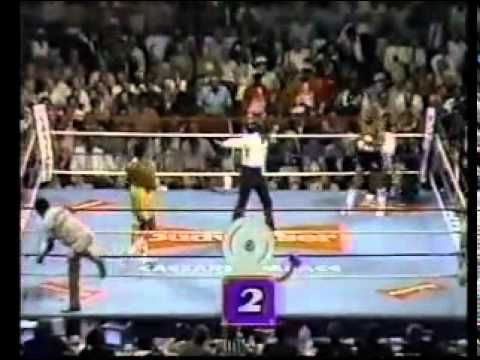 """1ST RD. Considered By Many The Greatest Round In Boxing History They Simply Named It """"The War"""" - YouTube"""