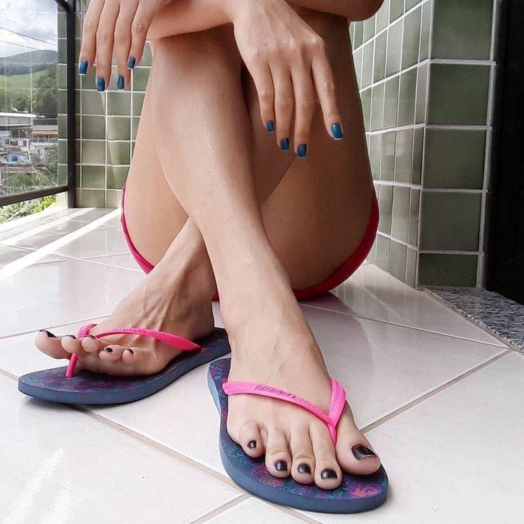 America Ferrera's Nude Legs Feet In Sexy High Heels