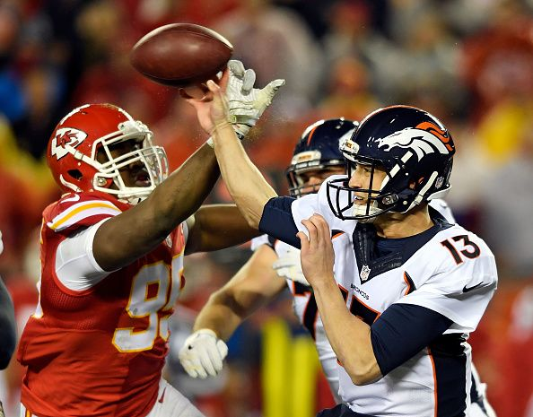 Chiefs jump on Broncos for halftime lead