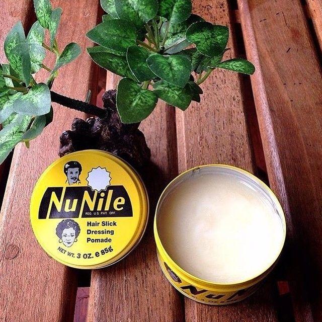 Pomade Nu Nile! Cocok banget buat rambut lurus / sedikit ikal / agak bergelombang   Aroma bedak bayi haruuum! Tingkat kaku/hold 3/5 Tingkat kolau/shine 3/5  For more info   : (022) 4262779 Whatsapp  : 087722568569  #barber #barbershop #barbarianshop #man #pomade #nunile #bandung #style #barbershopindonesia #pomadebandung by canghegarbdg