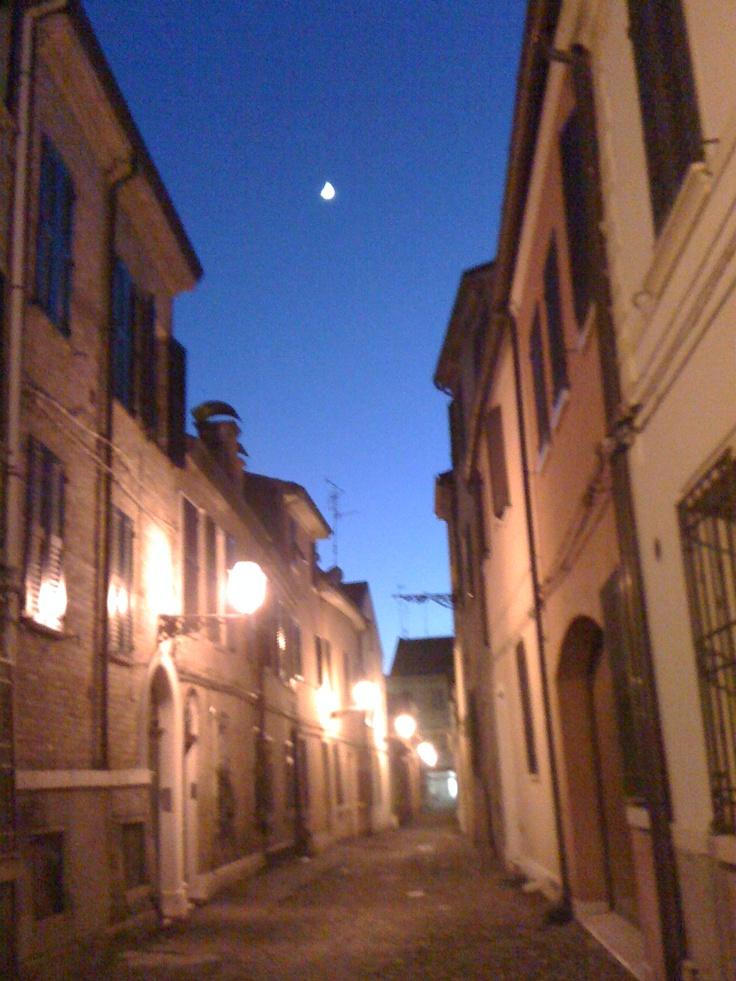 Via Salinguerra in a warm night