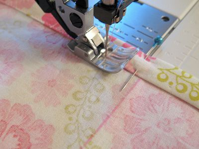 How to using all those sewing machine feet!  Great tutorial! --Need to check this out later.
