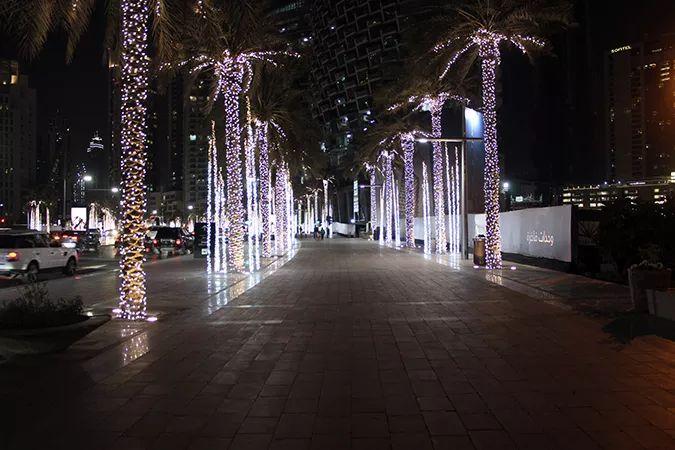 Ada Wanders/Włóczykijada. Dubaj. Aleja obok Dubai Mall.