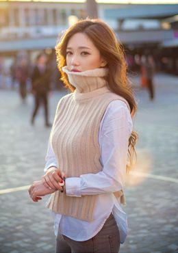 柔らかな質感のボトルネックベストは肌寒い秋にも大活躍♡一着は持っていたい♡ボトルネックベストのトレンド♪人気・おすすめのコーデまとめ♡