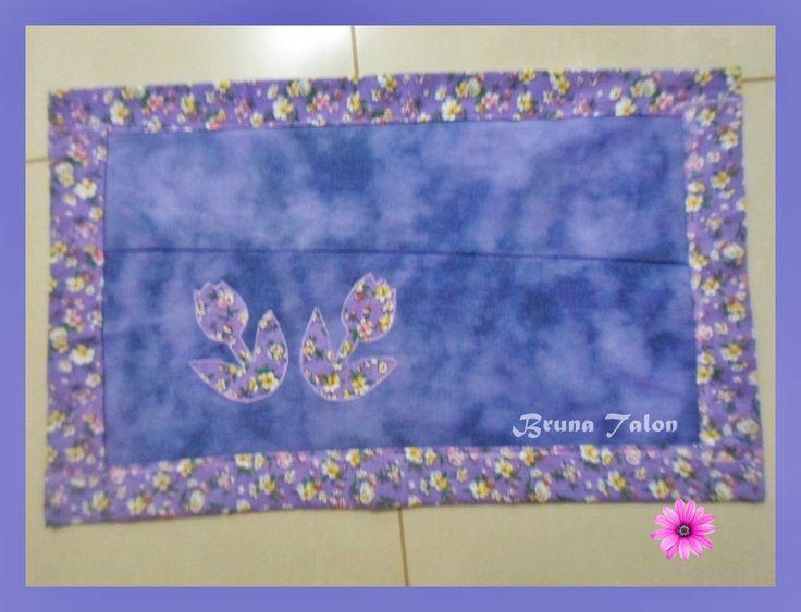 Tapete customizado -Descolorido -tingido e com decoupagem de tecido- feito por  Bruna Talon ♥