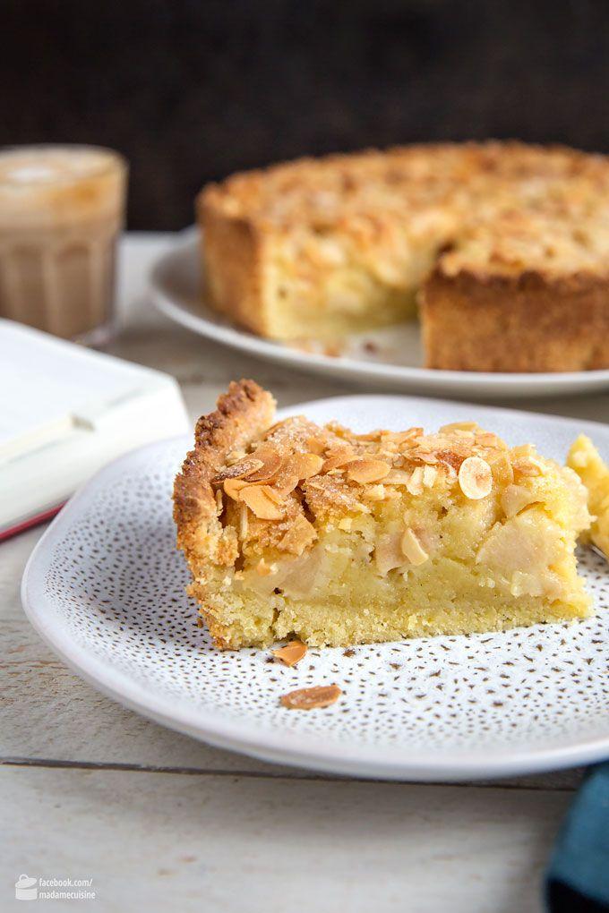 Viennese apple pie with cream