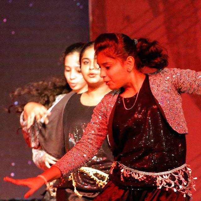 """It was an enchanting day at Nadabindu Utsav 2017. Melody Queen KS Chithra sang some amazing songs and the dance performances were top notch... #nadabindu #nadabinduutsav #bangalore #craniumbolts #trellingbangalore #igersbangalore #followme #l4l #like4like #love #kschithra @kschithra #singer #melodyqueen #dancers #songs #performance #artist #evening #events #picoftheday #dance"" by @shijuvenate. #이벤트 #show #parties #entertainment #catering #travelling #traveler #tourism #travelingram…"