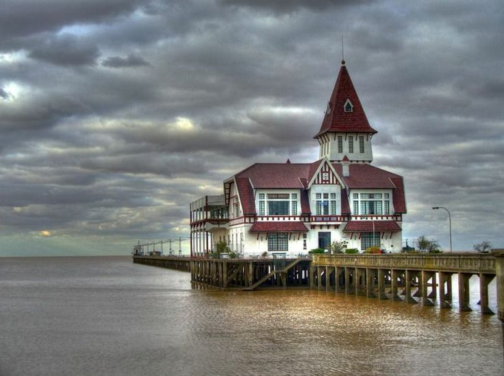 Gorgeous photos of the Club de Pescadores de Buenos Aires on Costanera Norte