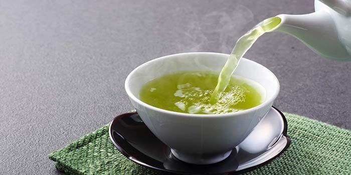 Gezonde thee waar je ook van afvalt. 1 liter gekookt water, 1 citroen, 1/2…