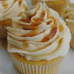 Cupcake de amêndoa com cobertura de caramelo @ allrecipes.com.br