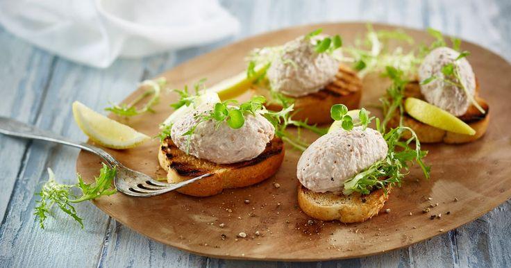 Den kendte og elskede tunfiskemousse....men nu i en meget lettere version - så kan du selv vælge.