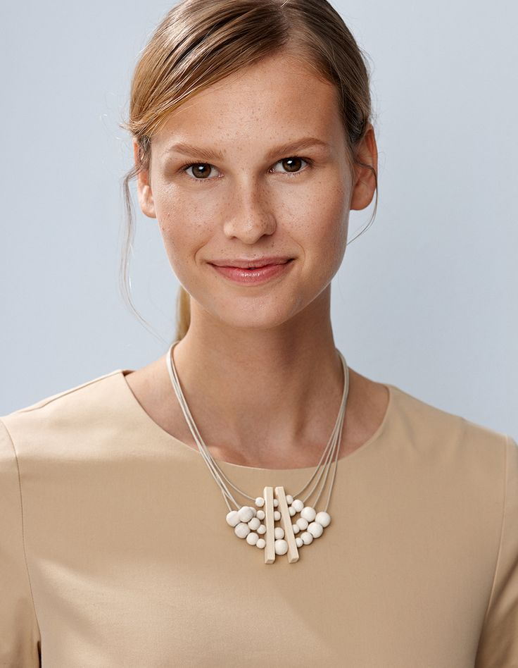 The slender beads of the Varpu necklace create a bubbly shape. The necklace is available in three different colours. Designed by Tina Willström.  Material: maple, waxed cotton cord, spring lock, extensible. Lenght 46cm.  Hand made in Finland.