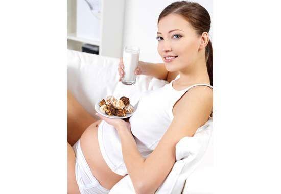 3 mois de grossesse : Le 3ème mois de grossesse est toujours placé sous l'influence des hormones avec son lot de désagréments et de gènes, mais c'est aussi le mois de la première échographie ! Première grande rencontre avec votre bébé ; moment magique et inoubliable pour vous! #grossesse #régimegrossesse #nutrition #nutritiongrossesse #mynutri #3moisdegrossesse #3moisgrossesse