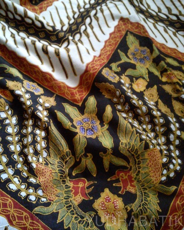 Pesisiran style batik in 'obar-abir' parang seling sawunggaling. A very unusual arrangement in very contrast color, a sign of contemporary batik. Obar-abir itself is a kind of batik arrangement, featuring a zigzag ornament arrangement in more than one tier. This batik from Pekalongan - North coastal of Central Java