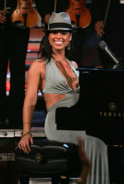 Alicia Keys Photos: The VH1 Save The Music Foundation Benefit Concert - Show