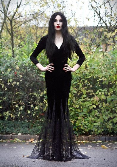 Morticia Addams women's DIY Halloween costume...oh, mine never looked THIS good!!