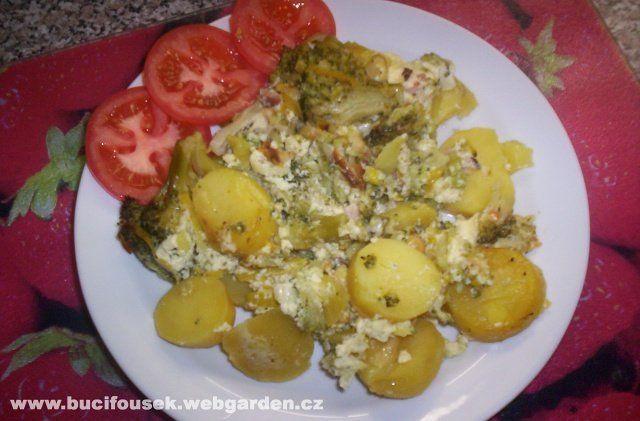 """""""Zapečená brokolice s bramborem a pórkem"""" -famózní věcička!!! SUROVINY500g brokolice, asi 1kg brambor (dle potřeby), půlka pórku, 1 smetana (250ml), 10-15 dkg anglické slaniny, 10-15dkg eidamu, 2 vejce, 1 čajová lžička Solčanky nebo PodravkyPOSTUP PŘÍPRAVYV originále se tento recept jmenuje """"Gratinovaný květák"""" a najdete ho na stránkách Olivové (nejen) kuchařky - ZDE. Já jsem si receptík upravila k obrazu svému a teda fakt žrádlo!!!Brambory oloupeme apokrájíme na a..."""