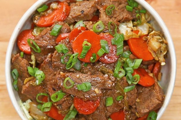 Grass-fed #beef nutrition can potentially reduce heart disease risk, improve blood sugar and benefit the environment as a safer beef option. This #paleo beef and veggie #stirfry recipe looks delicious. #paleochoice