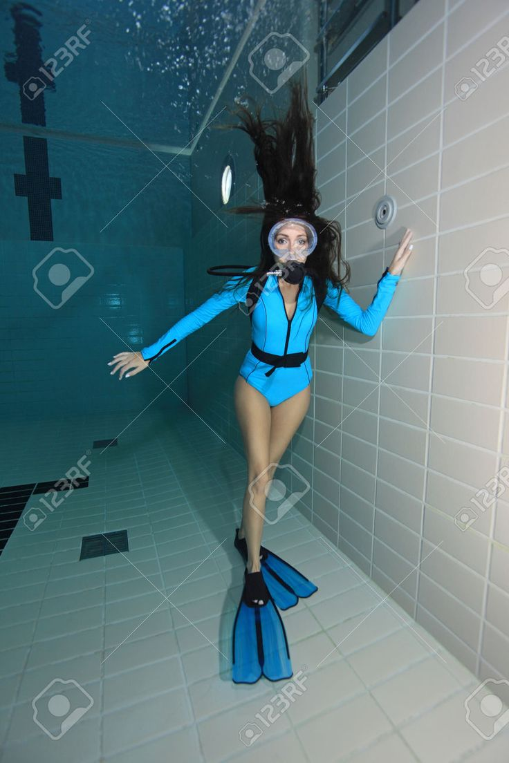 31527104-Female-scuba-diver-with-suit-underwater--Stock