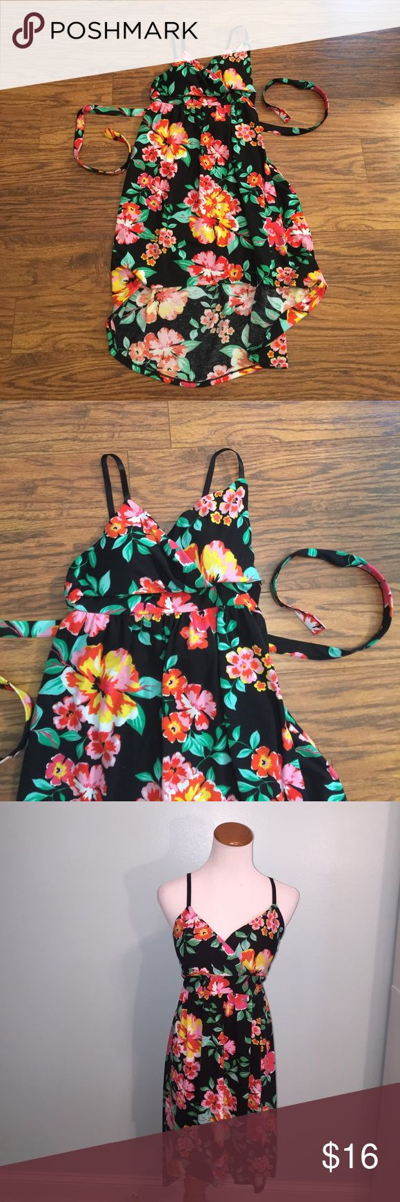 Tropical print hi-lo dress with padded bra cups Size large (juniors). Features padded bra cups and adjustable straps. Ties in back. Elastic band in back. Polyester/spandex blend. No Boundaries Dresses High Low